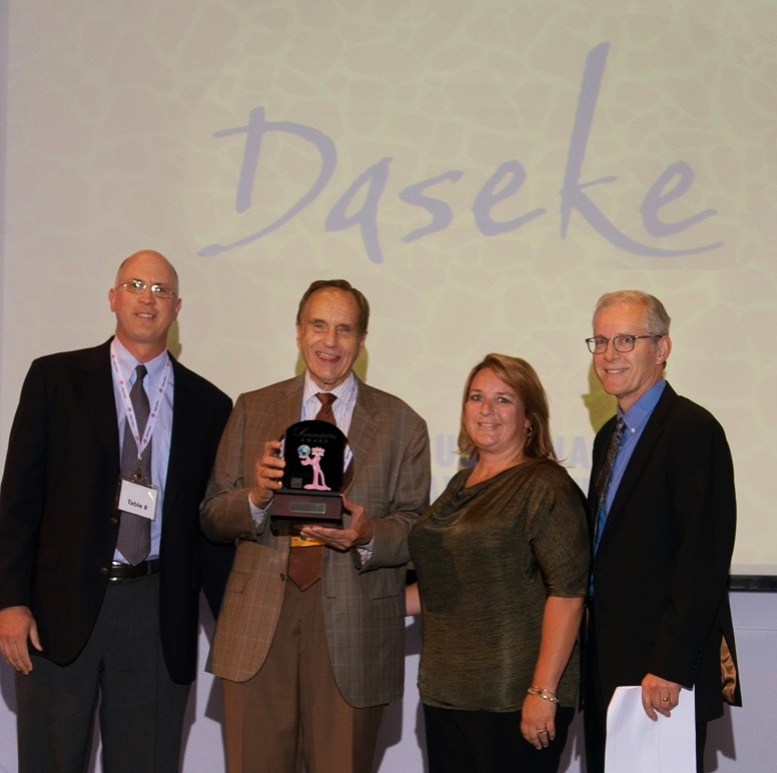 Don Daseke receives award from Owens Corning. Photo courtesy of Greg Hirsch.