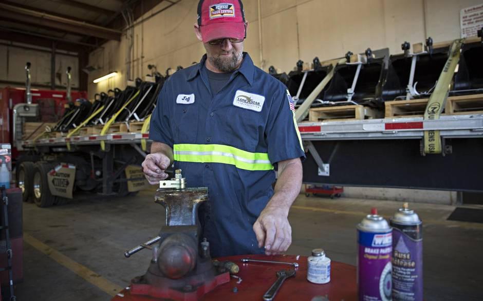 Lone-Star-Transportation-employee-Jeff-Wilson